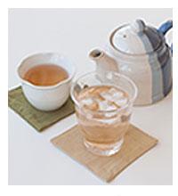 完全発酵杉茶はホット・アイスどちらでも美味しくいただけます。